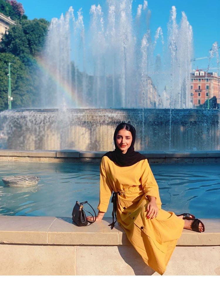 فستان أصفر ناعم من خولة المراغي