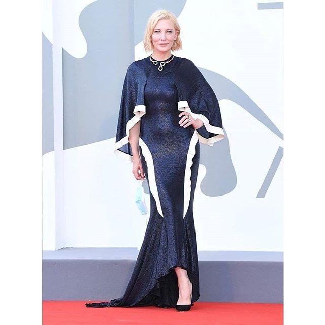 Cate Blanchett تعيد ارتداء فساتينها القديمة بالمهرجان
