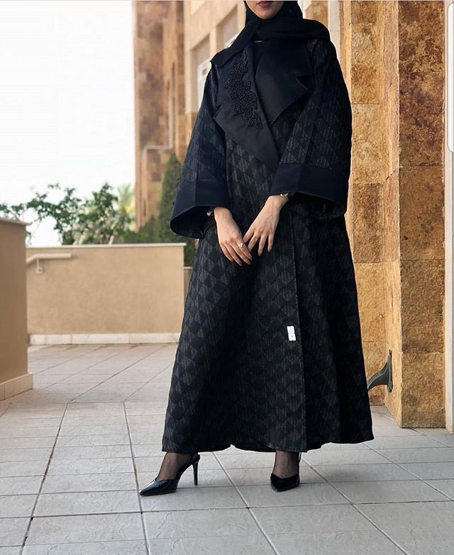 العبايه المعطف مع خامات سميكة