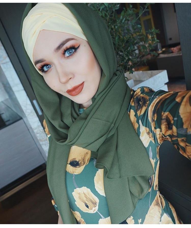 لفة الحجاب مع حرف ٨ من الأمام كبطانة