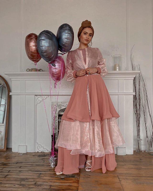 الفساتين البسيطة بتدرجات الألوان