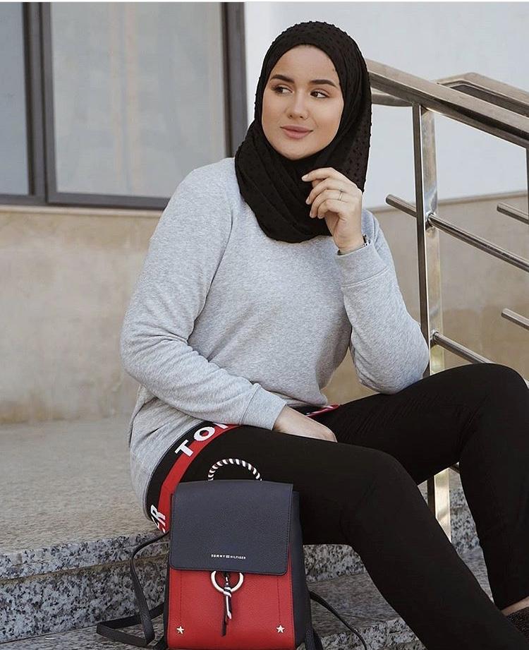 اللفة الأولى للشكل التقليدي للحجاب البسيط