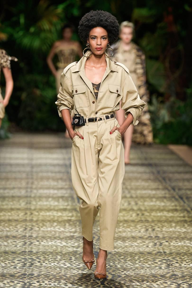 الجمبسوت الواسع المستوحى من أجواء السفاري بعروض Dolce & Gabbana