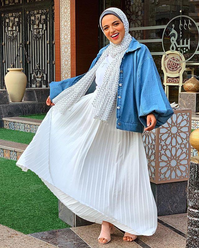سحر فؤاد بالفستان العصري مع القميص الجينز