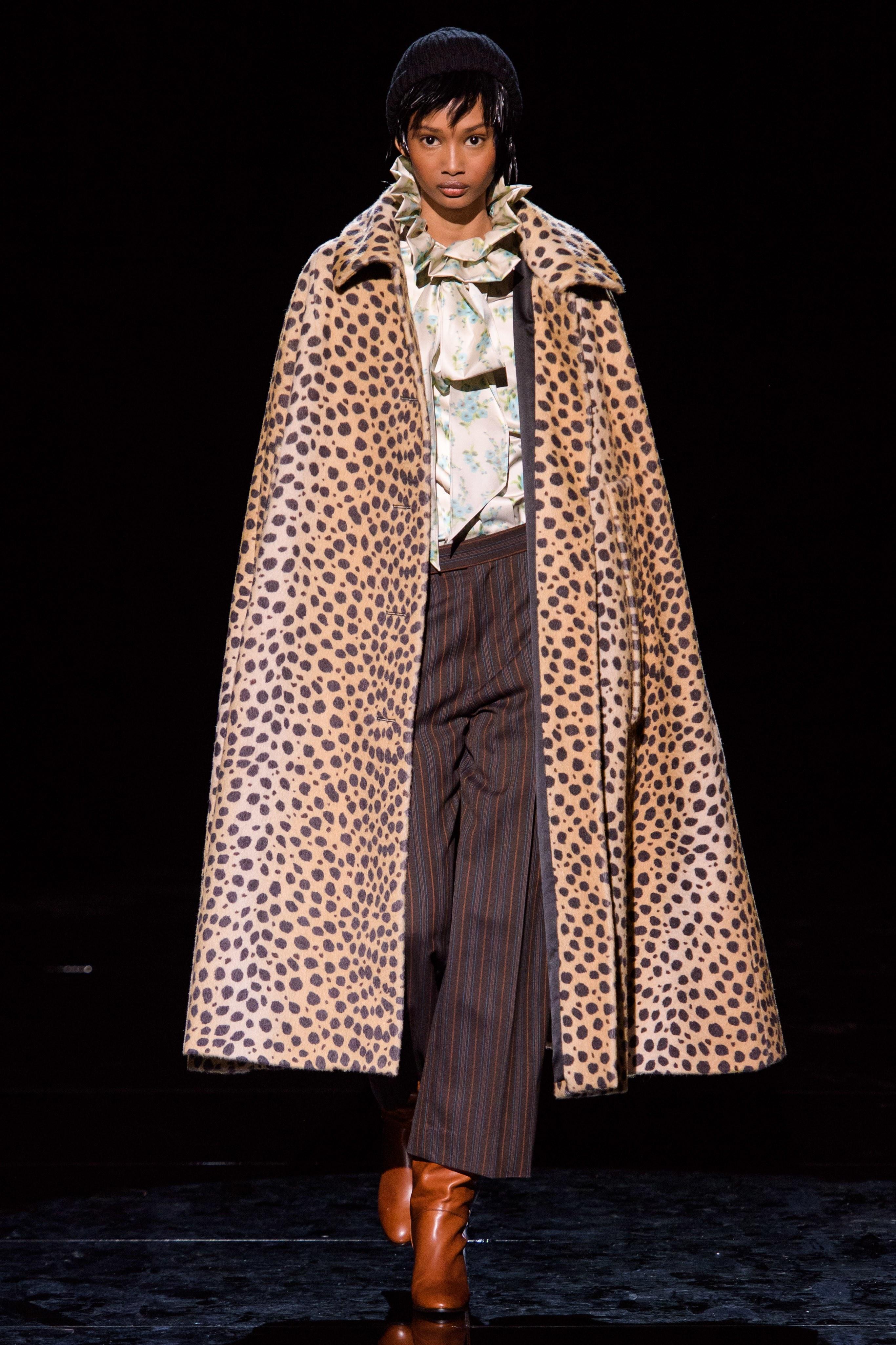 المعطف الكاب موضة هذا الشتاء من Marc Jacobs