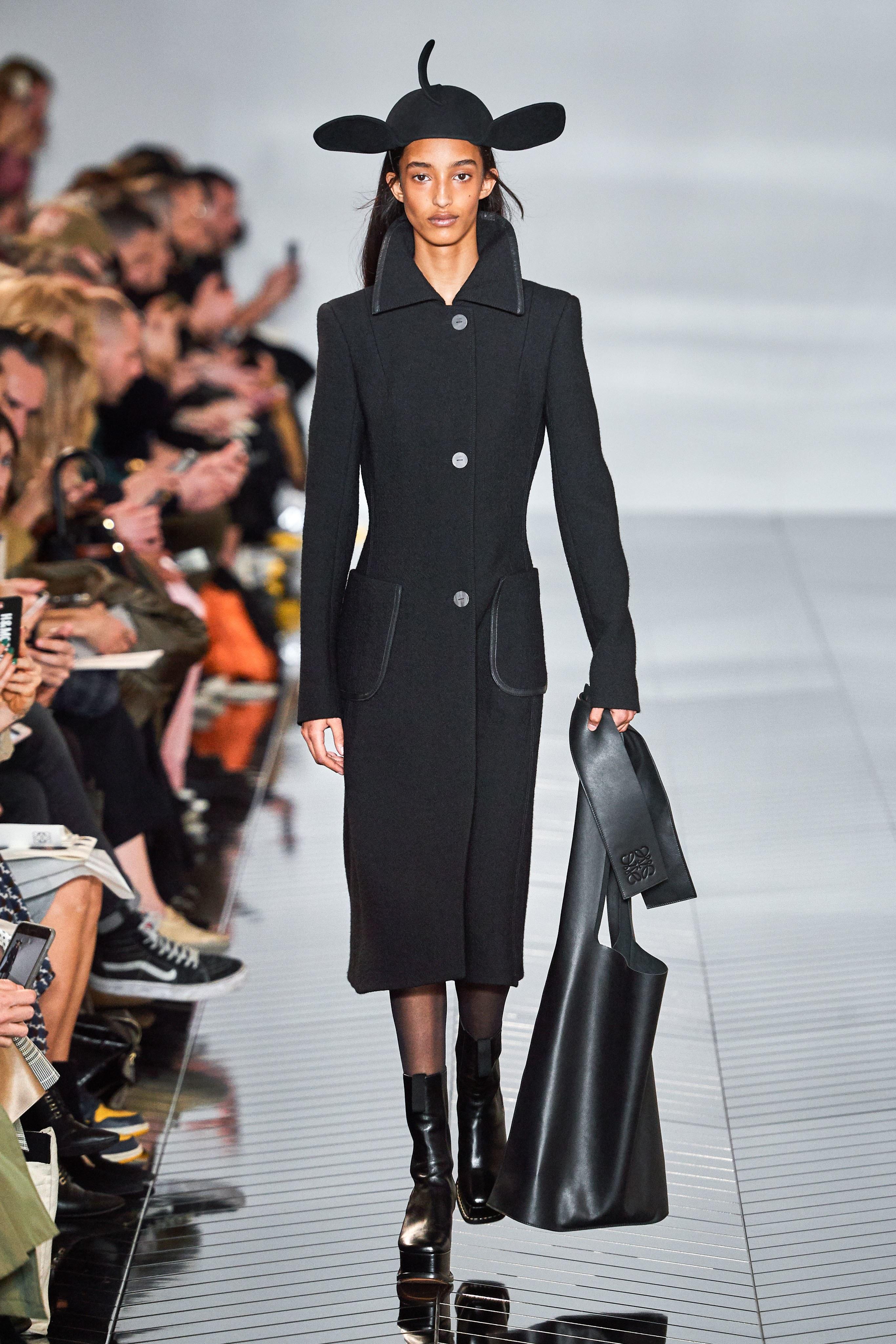 المعطف الكلاسيكي من Loewe