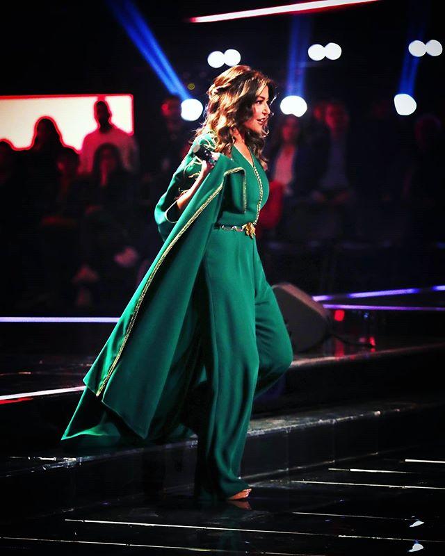 القفطان الجمبسوت لاطلالة غير تقليدية من النجمة سميرة سعيد