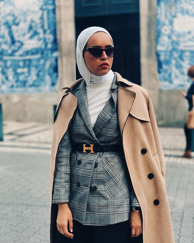 المعطف البيج البسيط مع البليزر