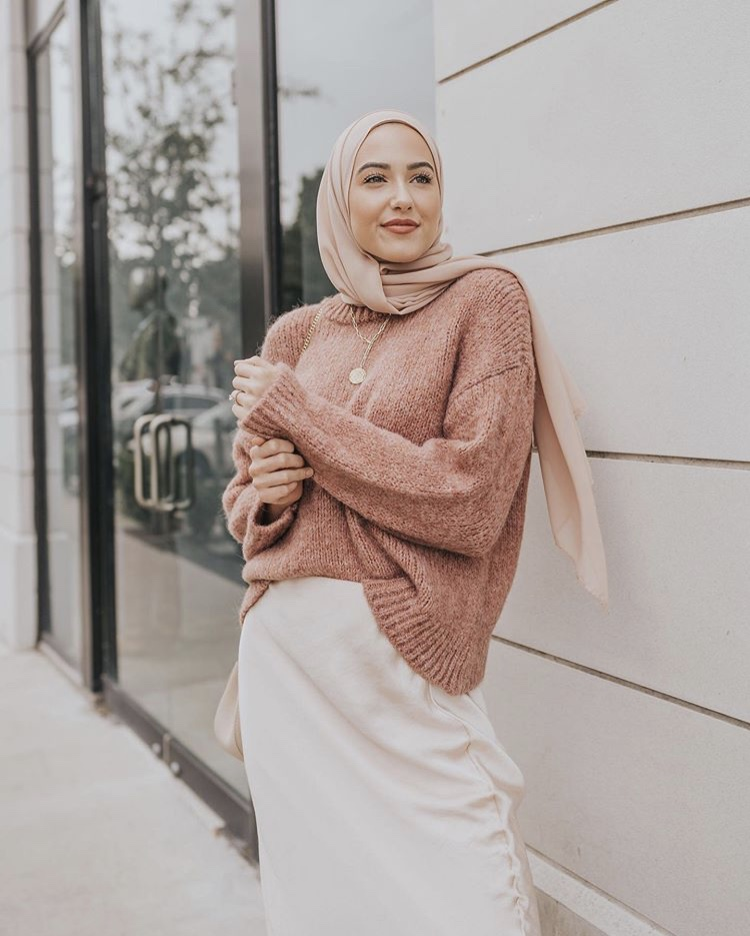 الحجاب النود السومون المخملي