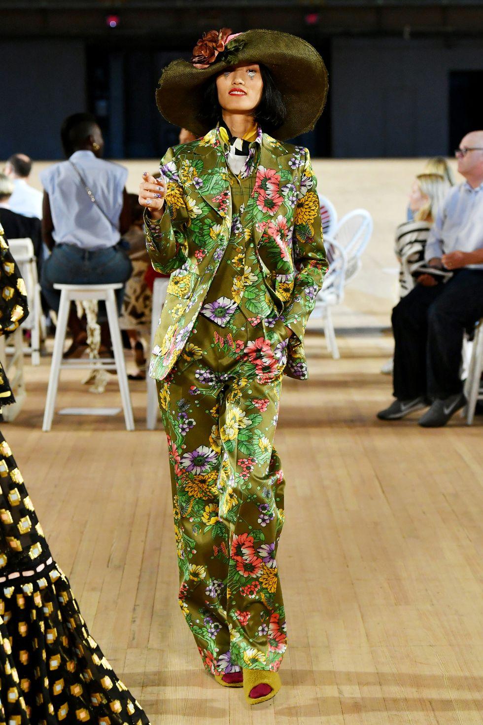 البدل الأنيقة بالورود من Marc Jacobs