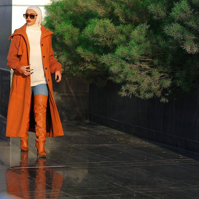 تنسيق بوت الساق الطويل مع المعطف لاطلالة جريئة من مرمر محمد
