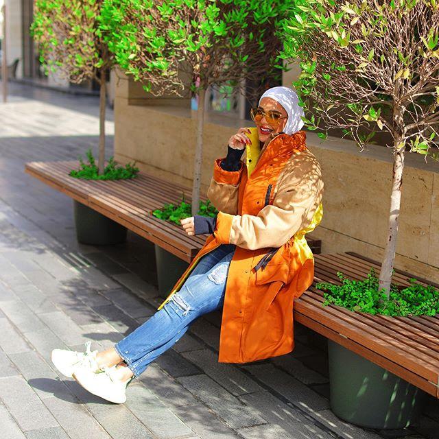 اختيار الجينز مع المعاطف الطويل من مرمر محمد