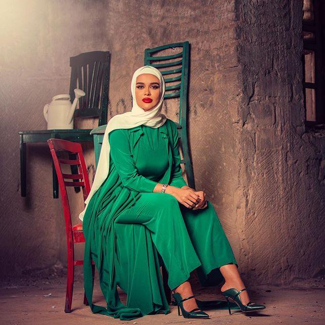مرمر محمد باطلالة كاملة باللون الأخضر