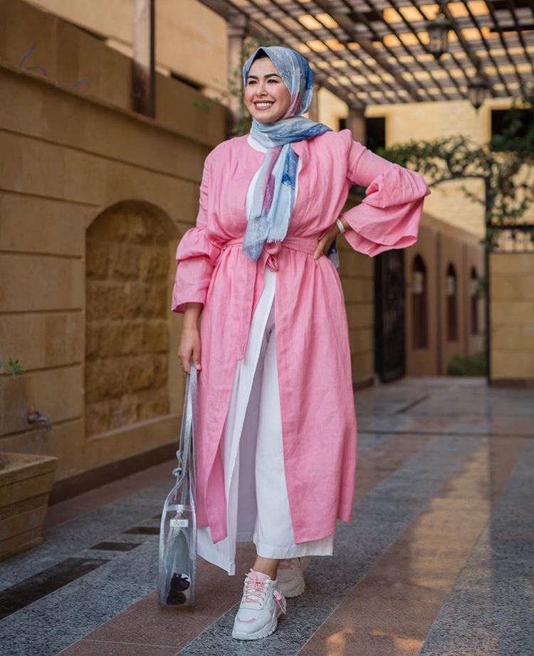 الفستان الزهري الكتان من مروة حسن