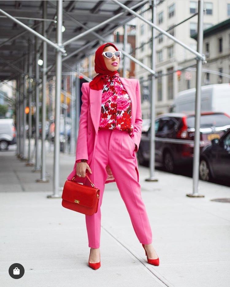 البدلة باللون الزهري من ميلانيا الترك