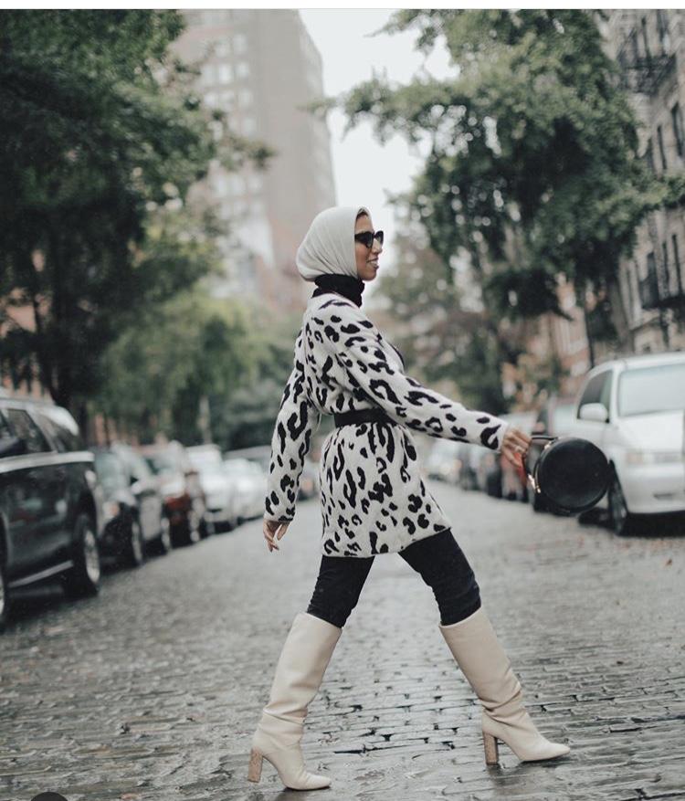 طريقة ارتداء كنزات الصوف الطويلة من ميلانيا الترك