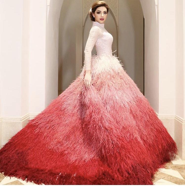 تصميم السندريلا لفستان الريش على غرار ميريام فارس