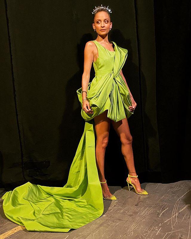 Nicole Richie بفستان أخضر قصير