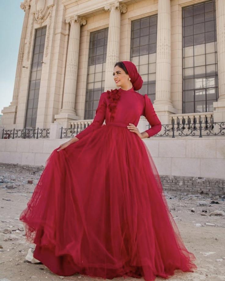 الفسايتن المنفوشة باللون الأحمر لاطلالة كالسندريلا بيوم الحب