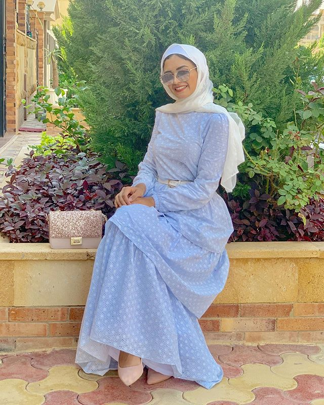 فستان منقط مع التصميم الطبقي على طريقة نوران خليفة