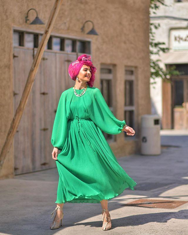 الفساتين الشيفون بالألوان الفاقعة مع الموديل الواسع