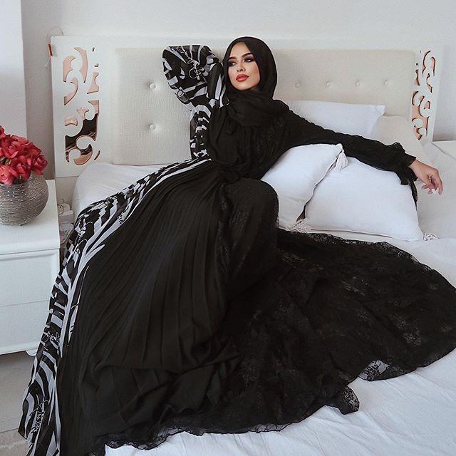 فستان مونوكروم مع الدانتيل والبلسيه من سهى مات