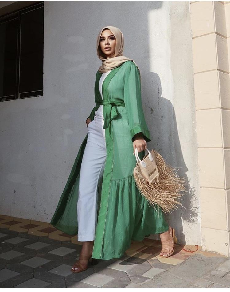 الفستان المفتوح الكتان باللون الأخضر من سها مات