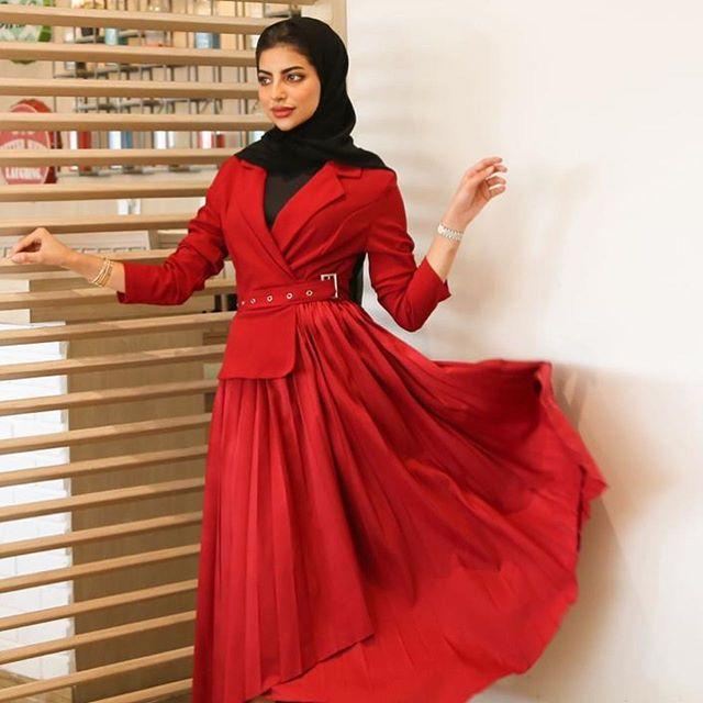 التنورة الشيفون الحريري الطويلة بألوان جذابة