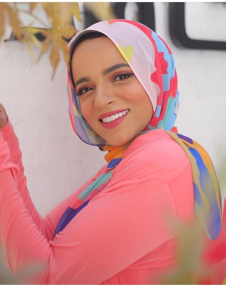 الحجاب المستوحى من علبة الألوان