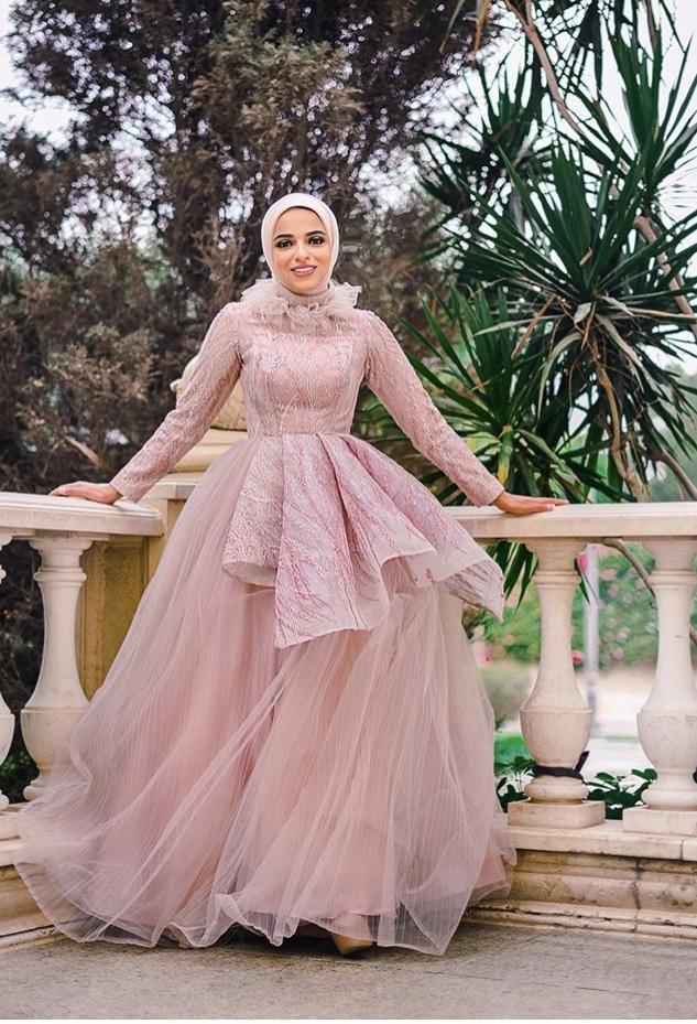 فستان منفوش من التول مع الكشكش من سحر فؤاد