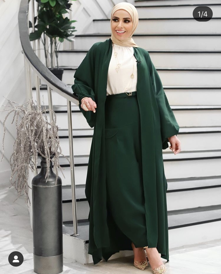 الكارديغان الطويل والبنطلون الواسع باللون الأخضر الزيتي من وحي سمر شاكر