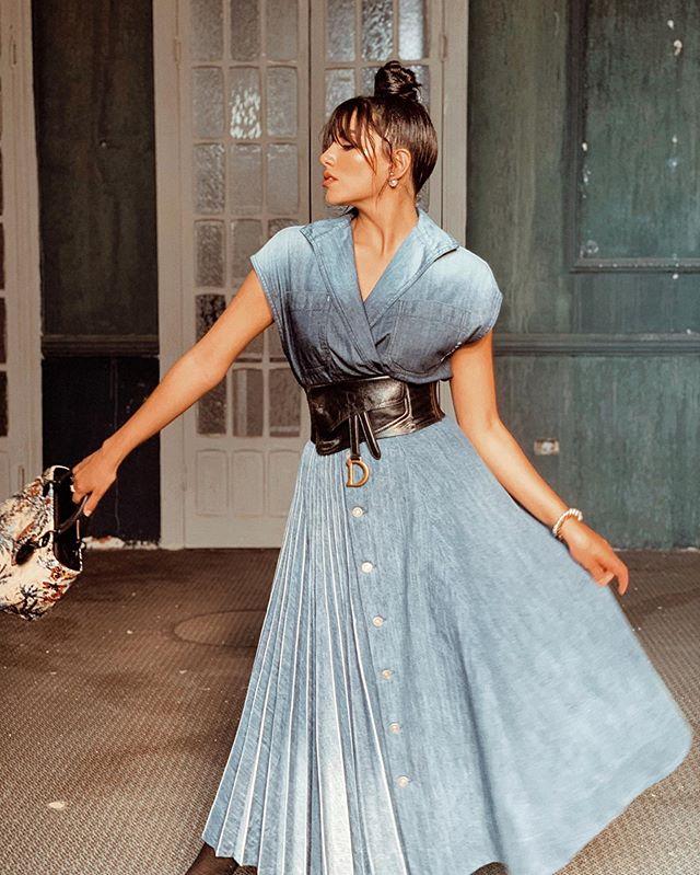 الفستان الجينز من سينثيا صمويل مع حزام ديور