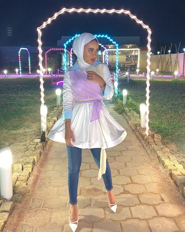 البلوزة الفستان من الستان المخملي