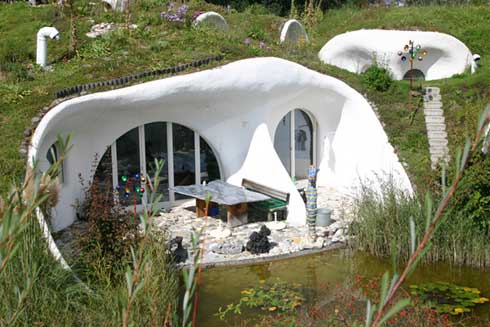 Organically shaped%20earth%20houses%20by%20Peter%20Vetsch. منازل المستقبل تحت الأرض