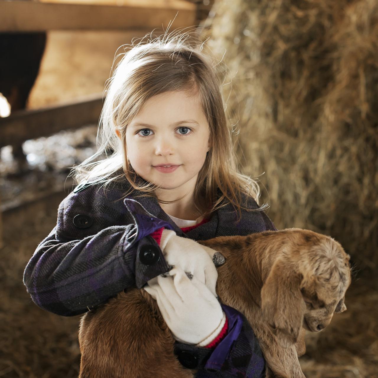 فوائد لعب طفل التوحد مع الحيوان الأليف
