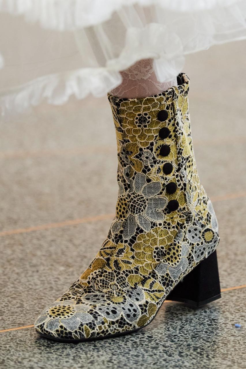 حذاء جلد بألوان زاهية من علامة Bora Aksu