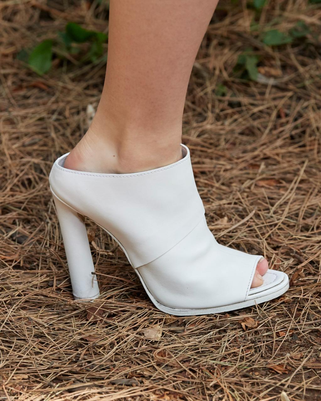 حذاء باللون الأبيض من Burberry