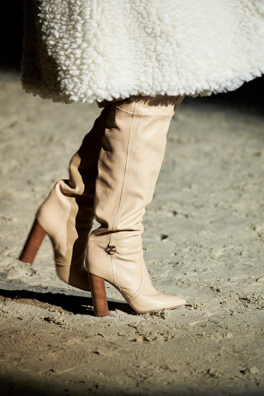 Elisabetta Franchi صورة 4 حذاء جلد من علامة