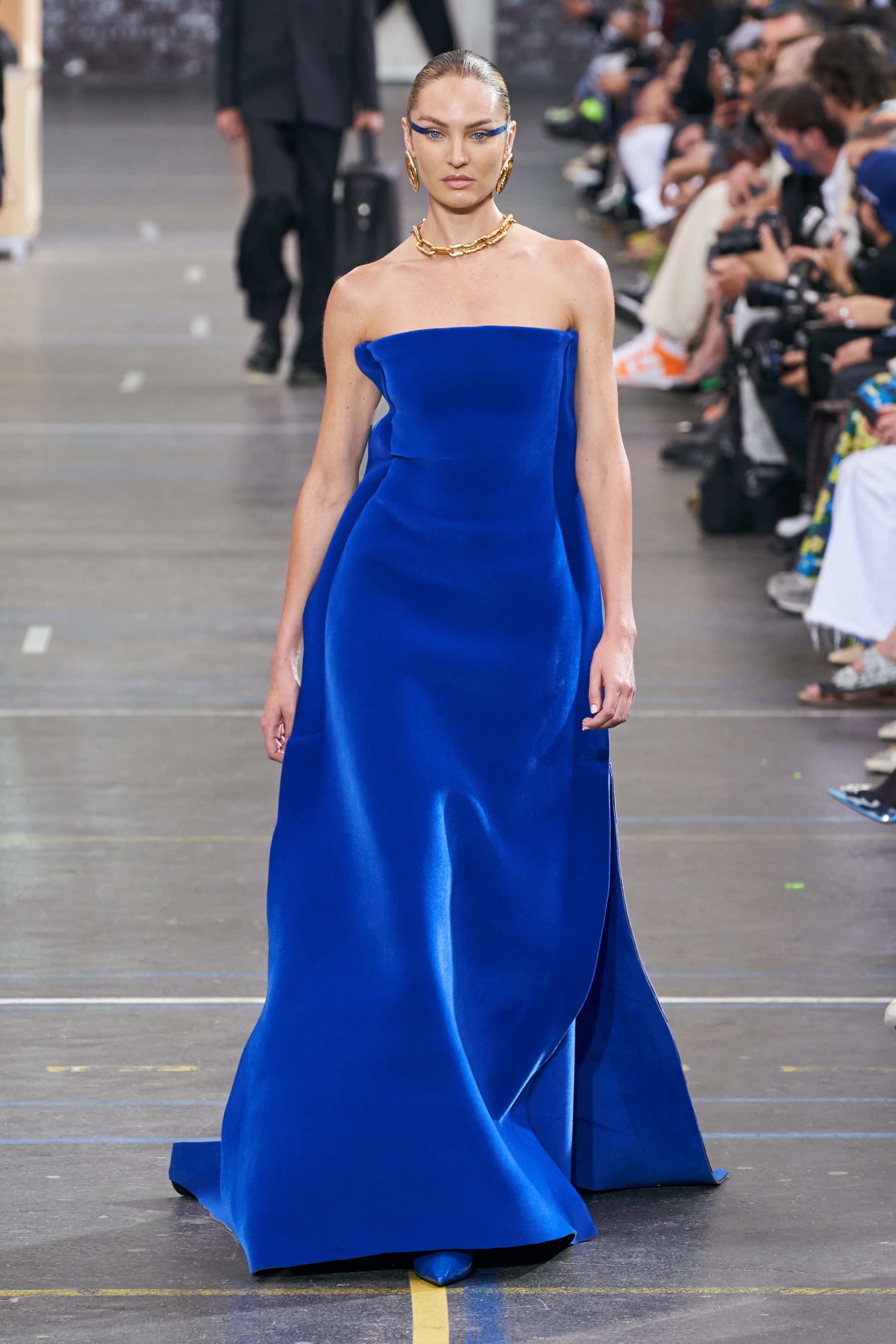 فستان من اوف وايت
