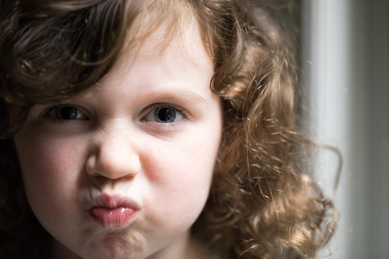 علامات أنكِ تفسدين تربية طفلكِ