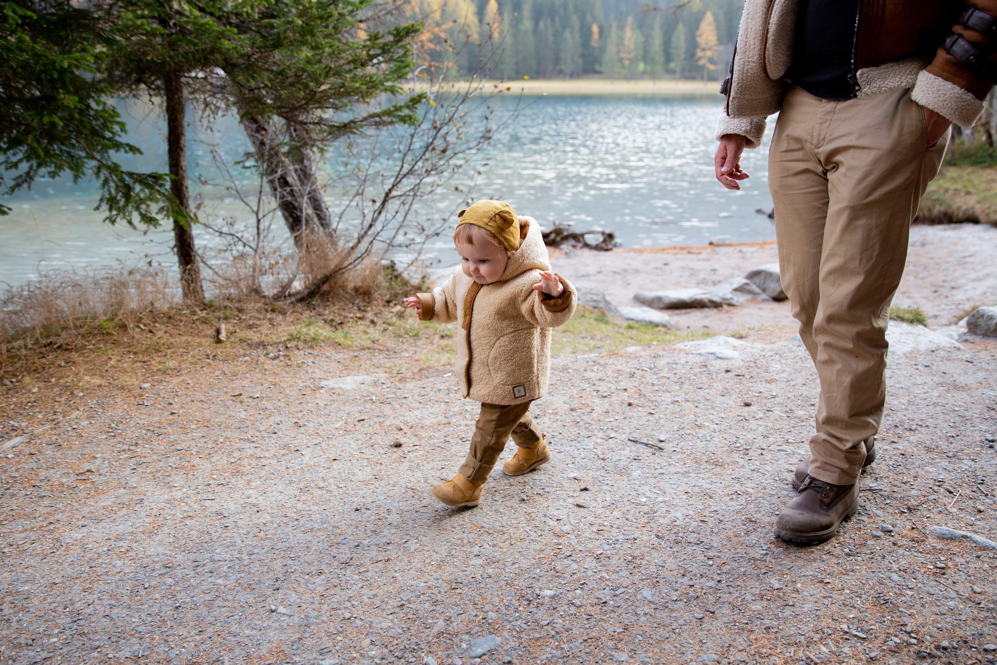 الطفل الذكي يمشي قبل الآوان