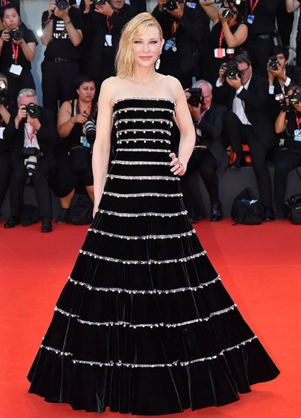 كايت بلانشيت بفستان طويل أسود منفوش
