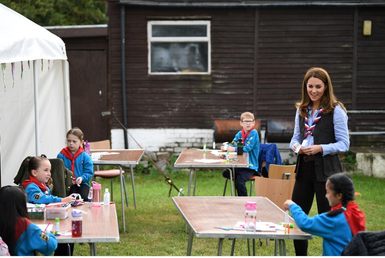 كيت مع أطفال الكشافة