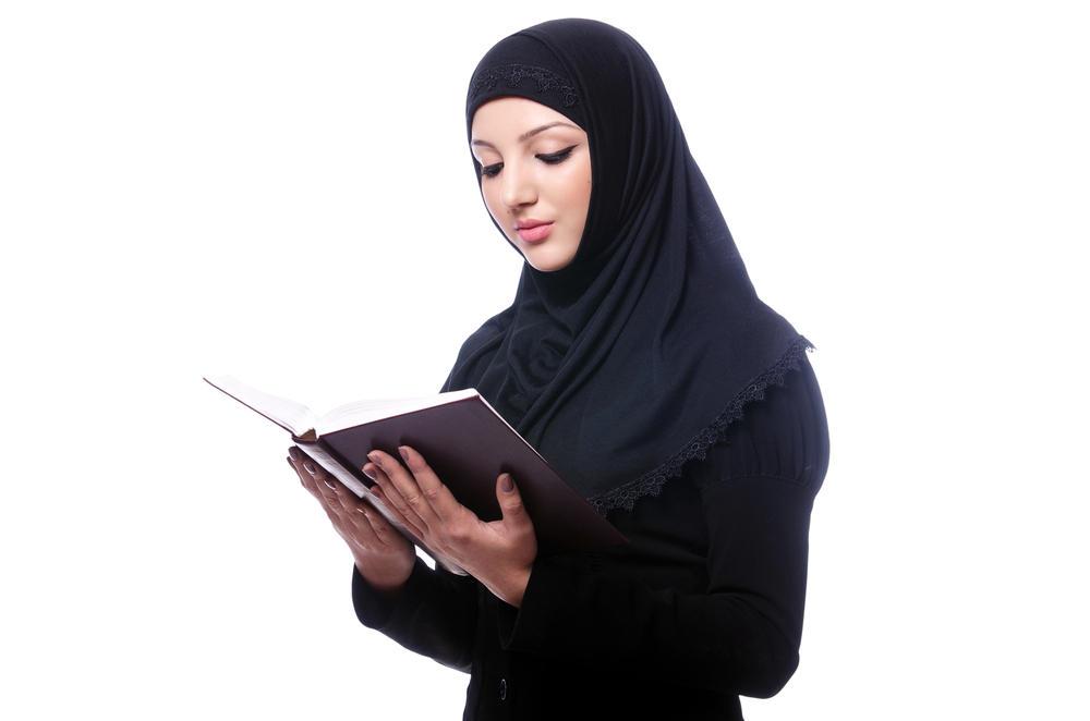 c1c12804ad934 هل يجوز للمرأة قراءة القرآن أثناء الدورة الشهرية؟