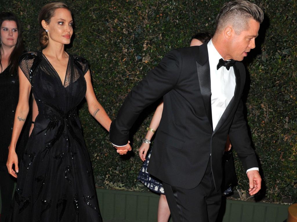 Brad Pitt يخون Angelina Jolie