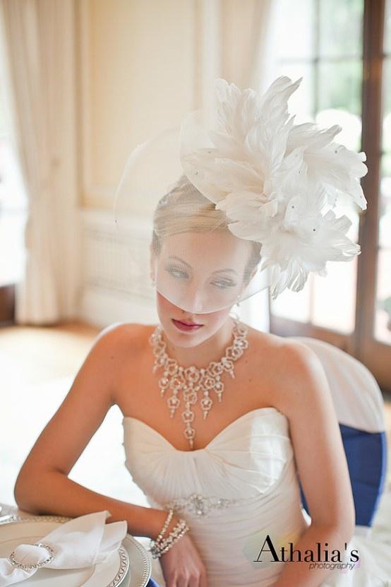 5389f2f22b64d قبعات كلاسيكيّة وعصريّة للعروس