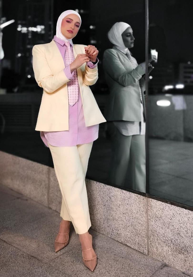 البدلة الرسمية بالوان الباستيل من دلال الدوب -الصورة من الانستغرام