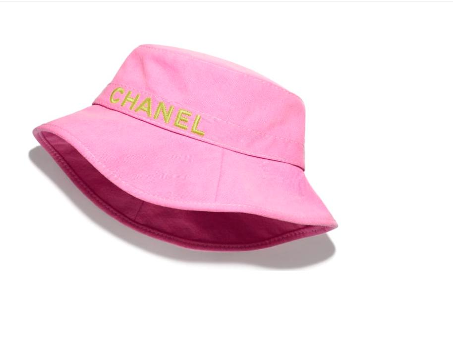 قبعة من شانيل