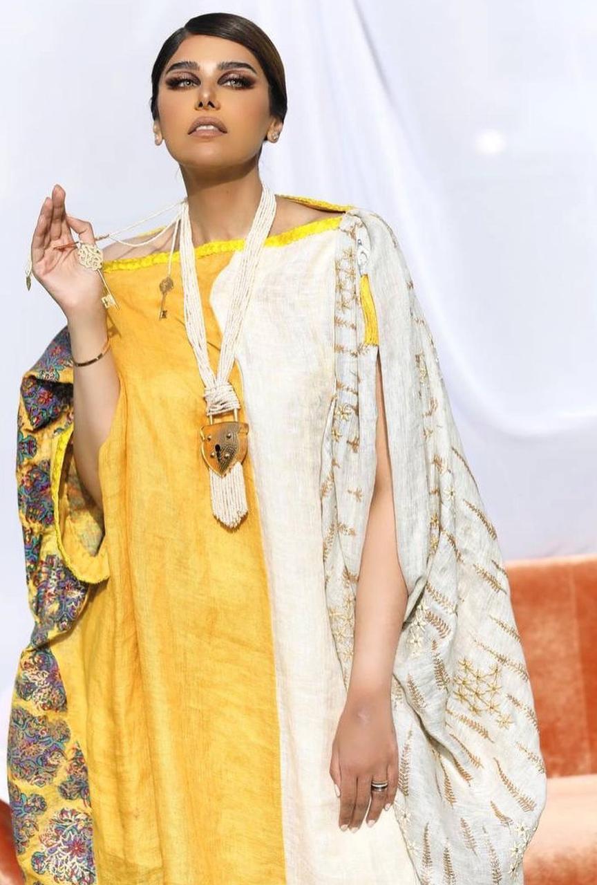 جلابية ملونة من لولو العسلاوي -الصورة من حسابها على الانستغرام