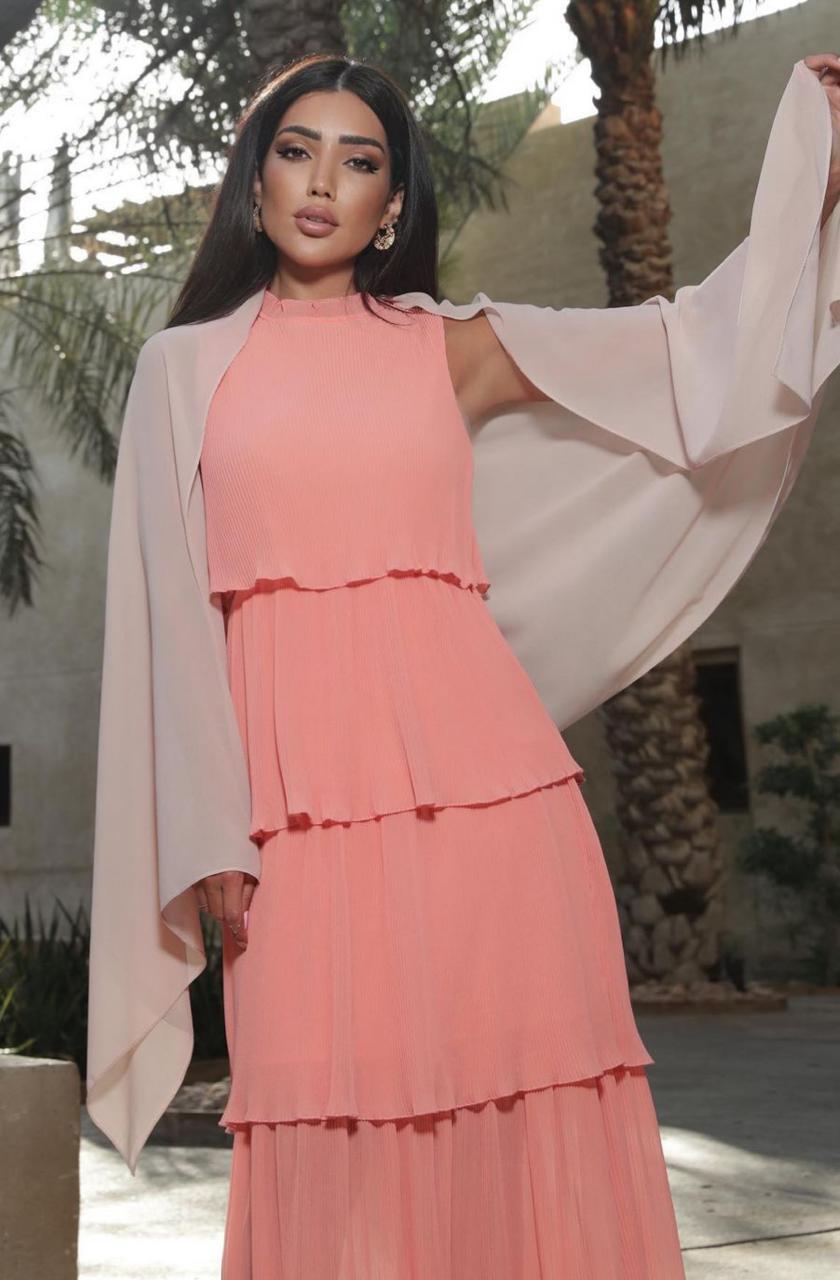 2 رينة فرح بفستان بطبقات باللون السومو -الصورة من حسابها على الانستغرام